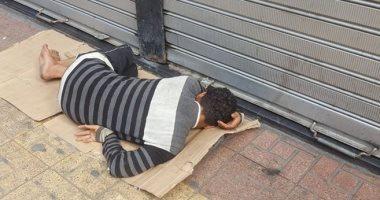 إحنا معاك.. قارئ يشارك صورة مشرد  فى شارع 26 يوليو بوسط البلد