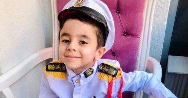 الطفل فؤاد يحتفل بذكرى انتصارات أكتوبر بالزى العسكرى