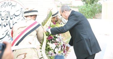 فيديو وصور .. محافظ كفر الشيخ يضع اكليل الزهور على قبر الجندى المجهول