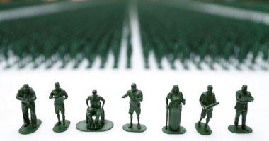 40 ألف دمية بلاستيكية تسلط الضوء على محنة المحاربين المصابين فى بريطانيا