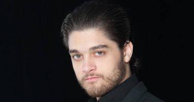 الفنان الشاب عمر خورشيد يعلن وفاة حماه فاروق شكرى الجيلانى