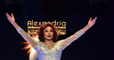 نجمات الفن يحتفلن بتكريم نبيلة عبيد بمهرجان الأسكندرية