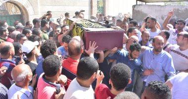 فيديو وصور.. وصول جثمان طلعت زكريا إلى مسجد العمرى بالإسكندرية لتشييع الجنازة