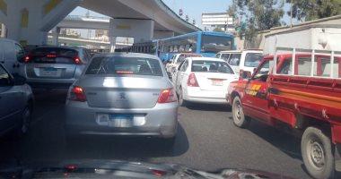 فيديو.. تكدس مرورى وتباطؤ حركة السيارات بتقاطع صلاح سالم والعباسية