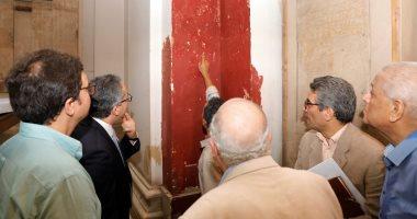 الآثار تتابع أعمال تطوير المتحف المصرى وتطلع على خرائطه القديمة