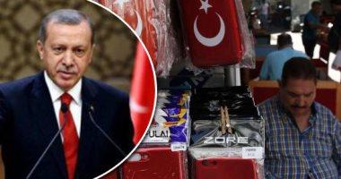 """""""أردوغان يعدكم الفقر"""".. سياسة الديكتاتور الفاشلة تقود الاقتصاد للانهيار.. الليرة تتراجع لأدنى مستوى وتفقد 30% من قيمتها.. ارتفاع مستمر بأسعار السلع الأساسية.. والأتراك ضاقت بهم الأرض بما رحبت ليأكلوا من القمامة"""