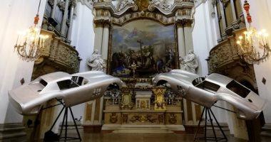 معرض هياكل سيارات تاريخية فى كنيسة سان كارلو الإيطالية