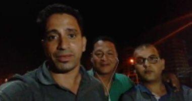 """شاهد القوة الأمنية أمام منزل عبد الله الشريف.. صحفيو """"اليوم السابع"""" يسخرون من الإخواني الهارب"""