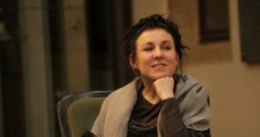 أولجا توكاركوك حاصدة الجوائز.. حازت على نوبل والأوسكار ومان بوكر والجائزة الأدبية الأولى فى بولندا مرتين.. تلقت تهديدات بالقتل بسبب تصريحاتها السياسية.. ترجمت أعمالها إلى 25 لغة.. ووالدها كلمة السر فى نجاحها