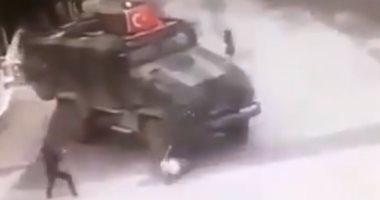 فيديو .. القوات التركية تدهس عجوزا كردية بدم بارد