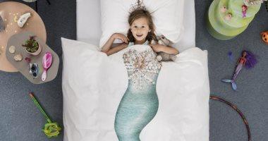 غيرى شكل غرفة طفلك بغطاء السرير.. اجعليه بطلا خارقا أو رائد فضاء