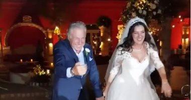 الأب الفرفوش رزق.. شاهد رقص مصطفى فهمى وابنته فى حفل زفافها