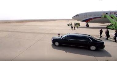 سيارة الرئيس الروسى تخرج من الطائرة