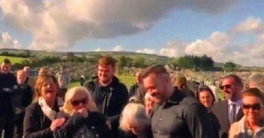 مقلب من العالم الآخر.. ميت يحول جنازته لفيلم كوميدى.. فيديو