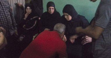 """راجح قاتل.. """"محافظ المنوفية"""" يقدم عمرة لوالد ووالدة محمود البنا شهيد الشهامة"""