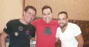 صور.. كواليس الموزع أشرف البرنس يشارك بـأغنيتين فى ألبوم حكيم الجديد