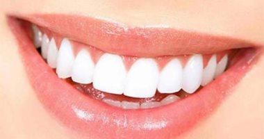 5 وصفات طبيعية لتبييض الأسنان.. الزيت أبرزها
