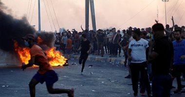احتجاجات العراق.. حرق باب مبنى محافظة كربلاء