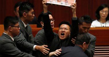 تأجيل جلسة المجلس التشريعى لهونج كونج وسط احتجاجات ومضايقات