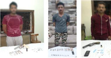 ضبط 3 أشخاص بحوزتهم مواد مخدرة وأسلحة نارية قبل ترويجها بدمياط