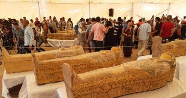 صور.. الأثار تعلن اكتشاف 30 تابوتا خشبيا تعود للأسرة 22 الفرعونية