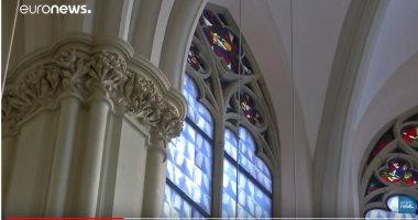 شاهد.. نوافذ كنيسة ألمانية مصممة من صور الأشعة السينية كرمز للحياة