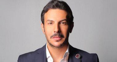 باسل الخياط يعلن وفاة والده.. ويعلق: كنت أتمنى أن تغفو عيناك على وجهى