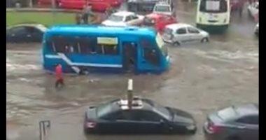 مياه الأمطار تغرق شوارع بمدينة نصر