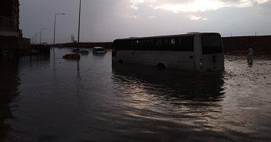 الأمطار تغرق مدينة العبور.. ورئيس المدينة: شبكة الصرف لم تتحمل كمية المياه