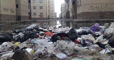 """استجابة لـ""""سيبها علينا"""".. إلقاء القمامة على رشاح المياه سبب طفح مجارى قرية النبراوى"""
