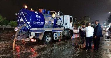 صور.. الانتهاء من شفط مياه الأمطار بعدة شوارع فى مدينة نصر