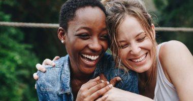 هرمونات المشاعر اعرف سر خلطبيطة المواد الكيميائية اللى بتحصل فى مخك عشان تظهر فى صورة سعادة أو حب أو غضب أو توتر الدوبامين والسيروتونين مسئولان عن السعادة الأدرينالين للتوتر والأوكسيتوسين هرمون الحب