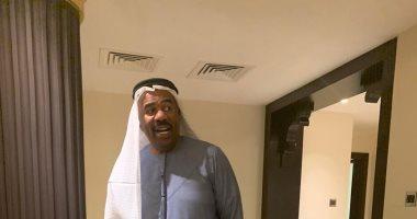 """شاهد.. """"ستيف هارفي """" بالجلباب والعقال فى الإمارات.. ومغردون: مرحبا أبو هارفى"""