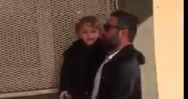 فيديو.. طفل تركى يصرخ لمنعه من رؤية والدته في سجون أردوغان