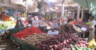 تعرف على أسعار الخضروات والفاكهة اليوم بأسواق البحر الأحمر.. صور