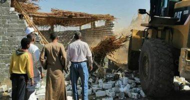 صور .. إزالة حالات تعد على النيل والسكة الحديد وأراضى أملاك الدولة بسوهاج