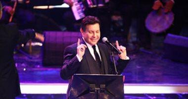 هانى شاكر يرفع شعار كامل العدد فى حفل مهرجان الموسيقى ويغنى للعندليب