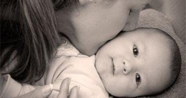 حب الأم لأطفالها يقلل من خطر إصابتهم بالسمنة المفرطة فى شهورهم الأولى