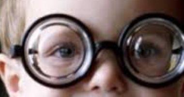 ازاى تكتشف أن طفلك عنده مشكلة فى النظر؟.. تعرف على أشهر الأعراض