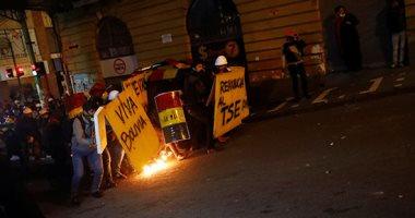 متظاهرون ضد الرئيس إيفو موراليس يشتبكون مع الشرطة فى بوليفيا