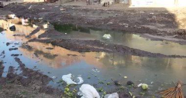 قارئ يشكو من استمرار انتشار مياه الصرف الصحى وعدم رفع مخلفات السوق بالفيوم