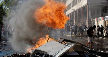 استمرار المظاهرات فى تشيلى لليوم الـ21.. والشرطة تسحل المحتجين