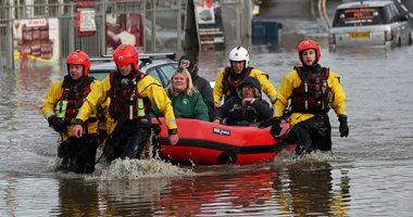 الأمطار تُغرق بريطانيا: وتشل حركة السير