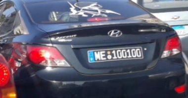 قارئ يرصد سيارة بدون لوحات معدنية تسير فى ميدان روكسى بمصر الجديدة