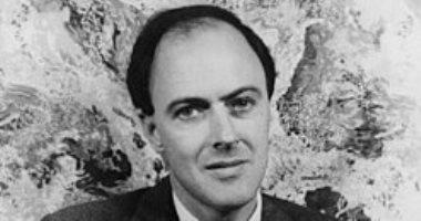 رولد دال.. كاتب إنجليزى شهير.. ما علاقته بـ الأسرة الحاكمة فى الأردن؟