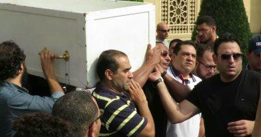 فهمى وهشام ماجد وشيكو يشاركون أكرم حسنى فى تشييع جثمان والده