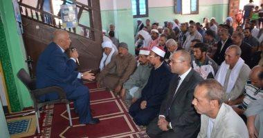 محافظ الوادى الجديد يبحث مطالب وشكاوى أهالى قريه صنعاء