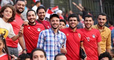 الجماهير المصرية تبدع فى مدرجات استاد القاهرة قبل افتتاح أمم أفريقيا تحت 23 سنة
