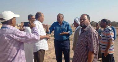 رئيس مدينة مطروح يلتقى أهالى قرية أبو مرقيق للاستماع لمطالبهم ومشاكلهم
