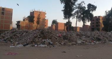 اضبط مخالفة.. انتشار القمامة بشوارع المحلة والأهالى يشكون تجاهل المسئولين
